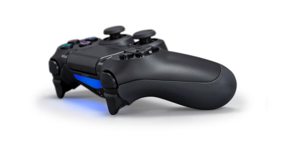 controle-dualshock-4-traz-mudancas-significativas-para-o-tradicional-joystick-da-sony-1361417348249_956x500