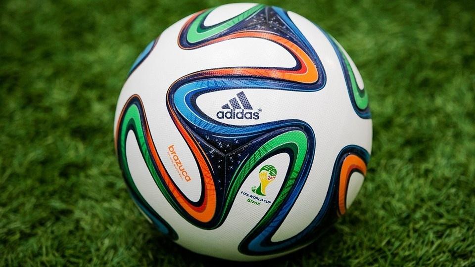03dez2013---a-brazuca-bola-da-copa-do-mundo-de-2014-foi-apresentada-nesta-terca-feira-0312-no-rio-de-janeiro-1386112497854_960x540